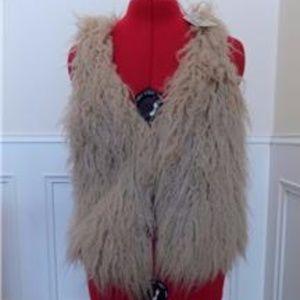 NEW Super Soft Faux Fur Vest American Eagle Size S